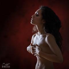La belle et mutine Leîla ! (Fabien Corrente) Tags: helios 85mm portrait square squareformat frenchgirl girl model modeling sony sonyfe fe female red redbackground