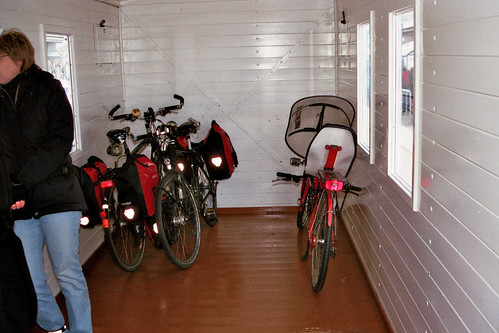 Ligfiets in de Bagagewagen 39 van de Borkumer Kleinbahn