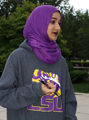 """LSU @ Millennium Park - Downtown Chicago - 21 May 2017 - 80D - 313 copy (Andre's Street Photography) Tags: chicago21may201780d hijab traditional dress attire girl youngwoman lsu louisiana state university lsuuniversity sweatshirt chicago downtown millenniumpark street straat straatportret streetportrait urban people city"