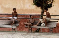 Garçons sur des bancs (Ceresolympe1) Tags: garçons boys bancs