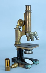 Dr. Mila Rindge's microscope (Madison Historical Society) Tags: madisonhistoricalsociety madisonhistory mhs madison connecticut conn ct country usa newengland nikond600 nikon d600 bobgundersen old historical history medical antiques museum interesting image inside indoor interior photo picture shot allisbushnellhouse abhouse bostonpostroad route1 tool