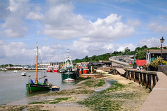 Old Leigh, Essex. (ho_hokus) Tags: 2017 endeavour england essex essexcoast fujix20 fujifilmx20 leighcreek leighonsea oldleigh river riverthames thamesestuary boats fishing fishingboats seawall seascape village water boat