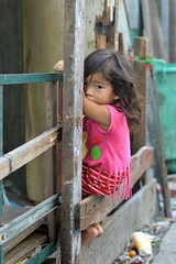 sitting on the fence, keeping an eye out (the foreign photographer - ฝรั่งถ่) Tags: dec122015nikon girl child sitting fence khlong thanon portraits bangkhen bangkok thailand nikon d3200