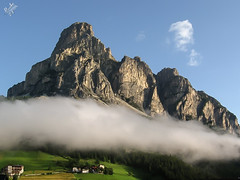 Nuvole e rocce. Sassongher. Corvara in Badia (diegoavanzi) Tags: dolomiti dolomites alto adige südtirol sassongher corvara valbadia badia gadertal montagna mountain estate summer mattina morning nuvole clouds italia italy