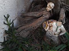 beheaded - female (maximorgana) Tags: sculpture beheaded atjuanas uñadegato garradegato uñas gato basket trashbit headless