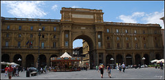 Plaza de la República (Florencia, Italia, 30-6-2009) (Juanje Orío) Tags: italia florencia 2009 plaza patrimoniodelahumanidad whl0174 worldheritage firenze arco toscana