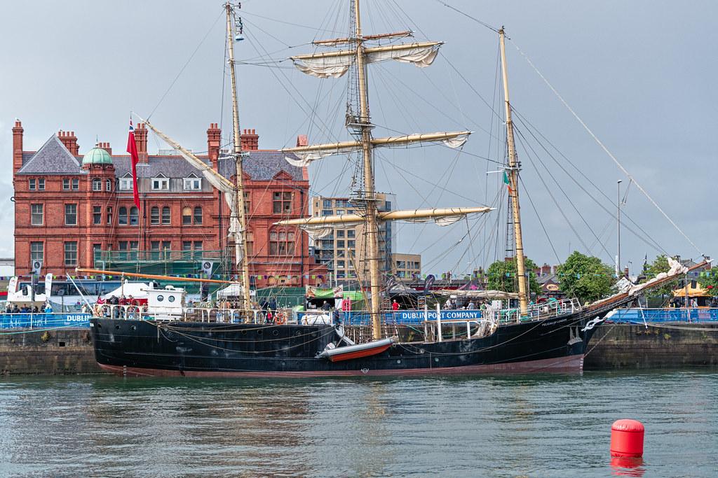 PELICAN OF LONDON [VISITS THE DUBLIN PORT RIVERFEST]-129314