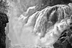 **Rjukandefossen** (**klaracolor**) Tags: waterfall nature mountain noorwegen norge norway klara klaracolor klarathomas rjukandefossen water rock rocks tree trees light sunlight monochrome blackandwhite bw landscape hdr river