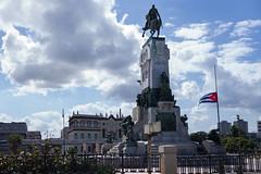 Cuba - Bronze Titan (In.Deo) Tags: cuba havana malecón street flag halfstaff fidel castro