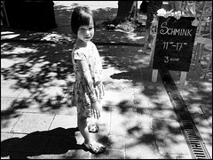 LOOK! Mood - Childhood (Ageeth van Geest) Tags: childhood mood sgravenzande monochrome blackandwhite bw flowers arm schmink girl