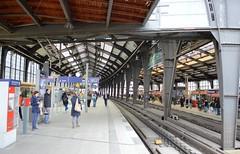 2017_Berlin_5819 (emzepe) Tags: 2017 május tavasz germany alemagne deutschland németország saksa berlin vasút railway eisenbahn állomás vasútállomás bahnhof gara gare station nádraží stanica