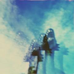 dragon mirages (meeeeeeeeeel) Tags: dreamy azul blue crazy hazy abstrato abstract beadfilter opticaleffects optics distorcao reflection distortion iphone iphoneography hipstamatic squareformat ceu céuazul bluesky sky plasticfilter filter surreal juguete brinquedo toy dragon dinosaur dinossauro dragão