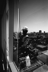 .. (Celso Kuwajima) Tags: cityview ilfordhp5 worker streetphotography leicam4 leicasuperangulon13421mm analogphotography outdoor buildings bw barueri sãopaulo brazil br 20170528 epsonv800 silverfastai