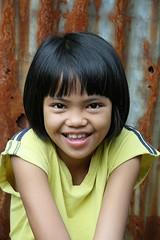cute shy girl (the foreign photographer - ฝรั่งถ่) Tags: khlong thanon portraits bangkhen bangkok thailand canon kiss female child cute smiling shy