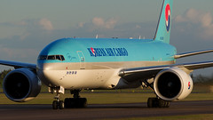 Korean 777F Golden Hour. (spencer.wilmot) Tags: ke kal koreanair arn essa arlanda stockholm hl8285 777 777200 777f b777 b772 sunset dusk evening eveninglight widebody longhaul boeing heavy huge headon twin aviation plane clouds civilaviation freight freighter cargo aircraft airplane airliner airport arrival apron taxiway tripleseven goldenlight goldenhour jet jetliner ramp sweden