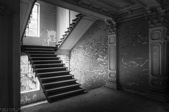 Chateau Rochendaal III (Dennis van Dijk) Tags: chateau kasteel rochendaal eu ue urban exploration urbex bw zwartwit black white stairs stairway stairporn paint peeling wall beauty prescious amazing derelict decay lost found