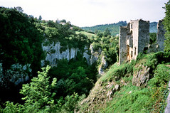 Pazin, de burchtruïne aan de rand van de kloof, Istrië Kroatië 1986 (wally nelemans) Tags: pazin burchtruïne istrië istria kroatië croatia hrvatska 1986