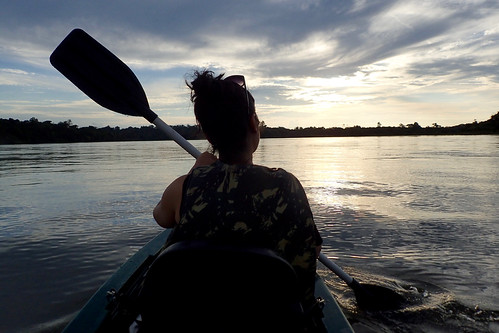 brazil-amazon-cristalino-lodge-paddling-the-cristalino-river-copyright-thomas-power-pura-aventura