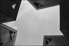 Blaakse Bos (Fotorob) Tags: compositie structuralisme blomp nederland woningenenwoningbcomplx abstract architecture zuidholland paalwoning analoog eengezinswoning stijl architectura architectuur rotterdam