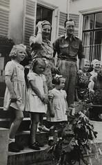 1946 Vorstenhuis (Steenvoorde Leen - 4 ml views) Tags: vorstenhuis koninklijk huis koninklijke familie monochroom 1946 dynasty dynastie dinastia dutch netherlands hollanda niederlande ansichtkaart card karte family
