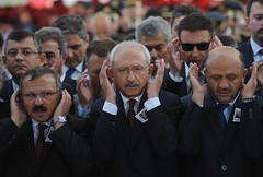 TUMGENERAL AYDOGAN AYDIN ICIN CENAZE TORENI (FOTO 2/2) (CHP FOTOGRAF) Tags: siyaset sol sosyal sosyaldemokrasi chp cumhuriyet kilicdaroglu kemal ankara politika turkey turkiye tbmm meclis tumgeneral aydin aydogan sirnak sehit taziye aile ahmet hamdi akseki cumhurbaskani basbakan genelkurmay mhp bbpcamii cenaze namaz
