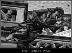 Gargoyles - 4 (fotomänni) Tags: prag praha prague veitsdom gargoyles wasserspeier steinfiguren skulpturen skulptur sculpture kunst schwarzweis blackwhite noirblanc gargouille manfredweis
