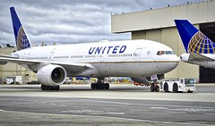 United Airlines 1996 777-200 N776UA c/n 26937 at SFO. 2017. (planepics43) Tags: unitedairlines unitedexpress 777 n776ua 26937 sfo sanfranciscoairport sfoov maintenance claytoneddy california 17crossfeed 787 747 737 757 767 boeing southwestairlines deltaairlines americanairlines landing lufthansa airport airbus aircraft airplane planes aviation weather winglet