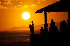 (Zebulon Dave) Tags: hawaii honolulu oahu waikikibeach silhouette sunset sun boogieboard kid child pier orange black usa unitedstates img3915rlexported