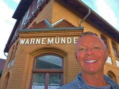 PercyGermany.com (★ Percy Germany™ ᵀᴴᴱ ᴼᴿᴵᴳᴵᴻ) Tags: lächeln grinzen braun selfi facepic face me man male weisezähne zähne zähnezeigen percygermany 1762017