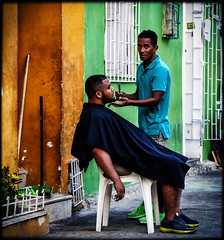 Barber Cartagena (Julien Cha.) Tags: streetphotography colombia colombie santamarta cartagena barber