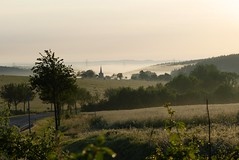Morning hours (Ralf Krause) Tags: morninghours horasdelamañana niebladelamañana earlymorningmist mist fog niebla ralfkrause ilmenau bücheloh morgenstunde sonnenaufgang sunrise salidadelsol nature natur naturaleza natural deutschland germany alemania thüringen thuringia landscape landschaft reise travel viajes schön cool nice beautiful bello bonito agradable worldofdetails worldofdetailsawardgrouplevel1bronze lumixfz300 panasonic raureif hoarfrost escarcha europe europa nebel
