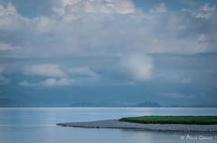 La langue verte / Green tongue (Pierrotg2g) Tags: paysage landscape nature lac lake savoie nuages clouds minimalisme minimalism nikon d90