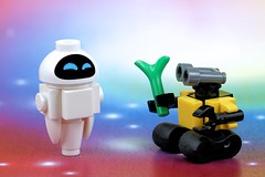 Wall-E and Eve's Romance (Lesgo LEGO Foto!) Tags: lego minifig minifigs minifigure minifigures collectible collectable legophotography omg toy toys legography fun love cute coolminifig collectibleminifigures collectableminifigure walle eve wall e disney movie minibot robot robots minibots