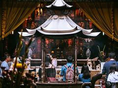 信徒。worshiper 。 (無聊鬼) Tags: 廟 temple worship 台灣 gx8 1260mm tainan 台南 天壇 拜拜 宗教 religion