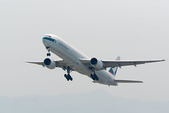Cathay Pacific B-HNH