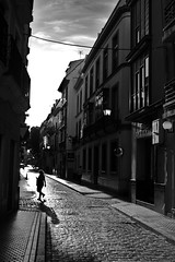 DSCF1961 (manomesa) Tags: sevilla contraluz calles andalcucia bn esàña