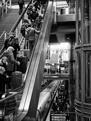 Main Station, Berlin (Al Fed) Tags: 20170421 berlin hauptbahnhof mainstation people crowded travelling travellers train escalators