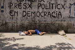 Sueño pesado (KikoBlasco) Tags: buenos aires people gente barrio argentina sleep street sun hot heavy dreams democracy villa crespo chacarita hood day light dia