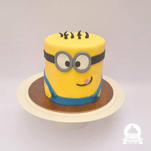 Minion theme cake