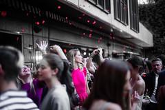 Lluvia de Petalos de rosa para Laura / Rain of rose petals for Laura (Carlos A. Castro 72) Tags: fiesta party petalos petals rain lluvia roses rosas d750 nikon