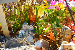 Staying cool (radargeek) Tags: cemetery pa pennsylvania snowmen snowman flowers