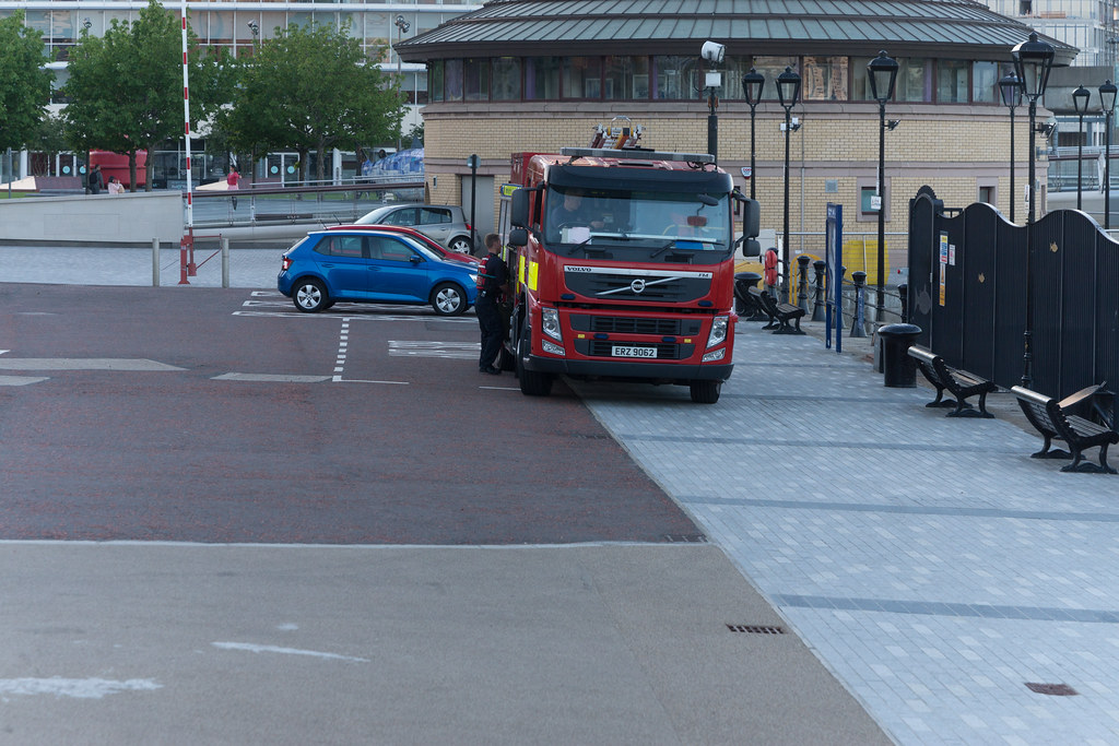 NORTHERN IRELAND FIRE AND RESCUE SERVICE IN BELFAST [SRT APPLIANCE]-129103