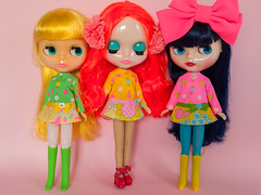 Mod Dress Spam! (Helena / Funny Bunny) Tags: funnybunny solidbackground poppypomegranate nostalgicpop custom reroot rbl blythe curlybluebabe juniperblue mrsretromama lemoncurd