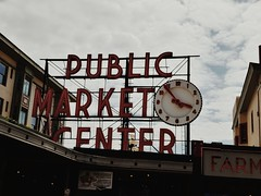 Pike Place. (thnewblack) Tags: lg g6 android seattle washington outdoors market pikeplace smartphone cameraphone 13mp sign vsco