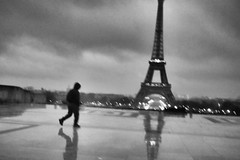 Fuji X70 - Rain In Paris (konstantin.tilberg) Tags: fujifilm fujix70 fujifilmx70 fuji fujix street streetphoto streetphotography x70 28mm people eiffel tower bnw bw rain paris city france trocadero