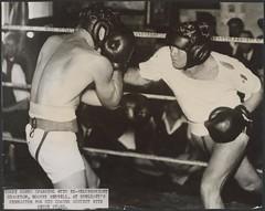 Anglų lietuvių žodynas. Žodis welterweight reiškia n  papildomas krūvis (žirgų lenktynėse) 2 sport. pusvidutinis svoris, II pusvidutinio svorio boksininkas, pusvidutinio svorio imtynininkas lietuviškai.