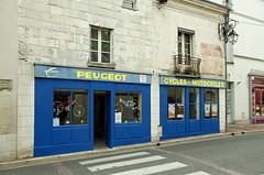 Loches (Indre-et-Loire) (sybarite48) Tags: loches indreetloire france rue strase street 街 شارع call οδόσ strada straat ulica rua улица sokak boutique mağaza магазин loja sklep winkel ショップ κατάστημα negozio tienda 店 متجر shop geschäft bleu blue blau أزرق 蓝色 azul μπλε blu 青 blauw niebieski синий mavi