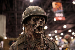 Meat Grinder Zombie statue (Gage Skidmore) Tags: meat grinder zombie statue cosplayer cosplay phoenix comicon comic con 2017 convention center arizona