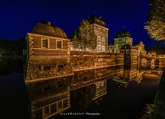 Castle at night / Ahauser Wasserschloss (mr.wohl) Tags: schloss wasserschloss barock wasser nacht night spiegelung ahaus castle burg tamron 1530mm