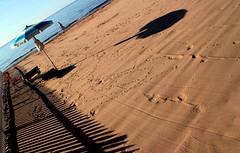 Posto riservato (meghimeg) Tags: 2017 dianomarina spiaggia beach sabbia sand ombrellone umbrella ombra shadow sole sun mare sea uomo man rosso red staccionata fence